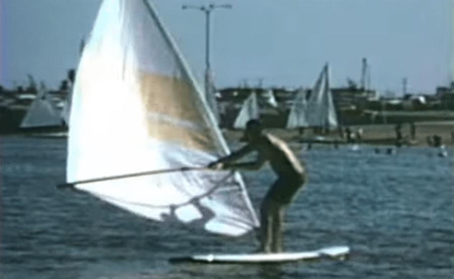 1969, Marina del Rey California, cuando Jim probó por primera vez su diseño original de windsurf.