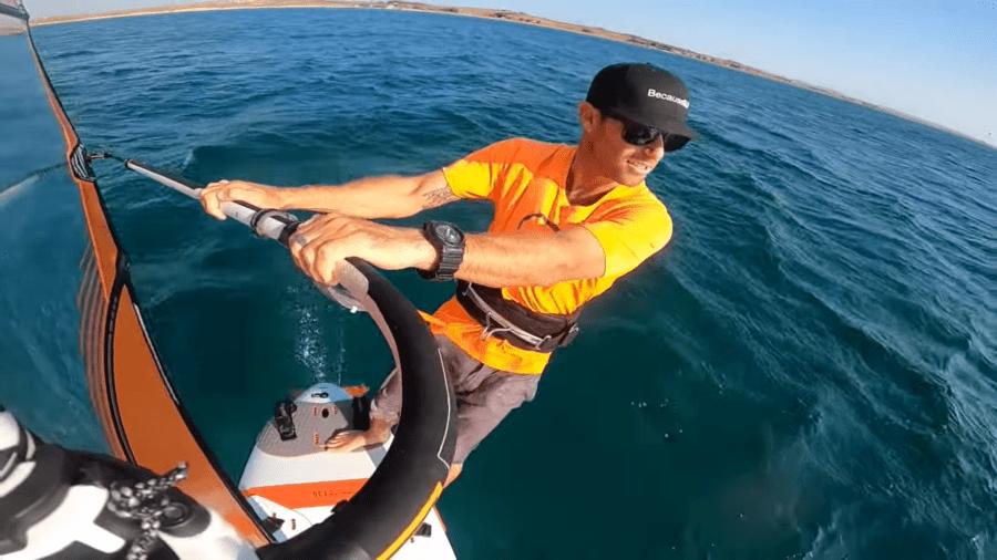 hydrofoil-windsurf-paso-1-con-pie-trasero-mas-adelantado-con-Ride-Along-Sessions