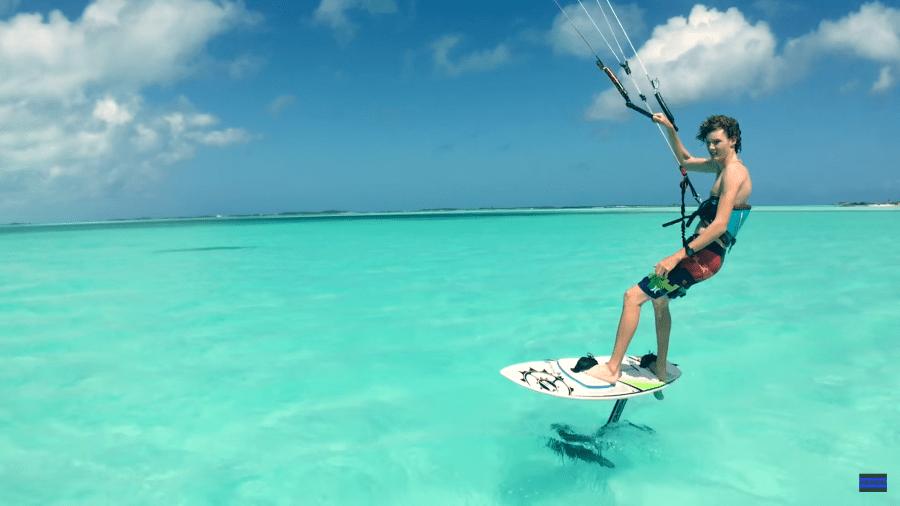 kite surf con un hydrofoil